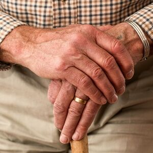 hands_walking_stick_elderly_old_person_cane_retired_retirement_relaxed-686685
